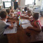 Ook binnen spelen we regelmatig spelletjes. Zo blijven de kinderen gemotiveerd!
